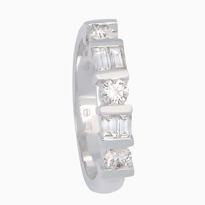 Exclusieve wit gouden ring met care en briljant geslepen diamanten
