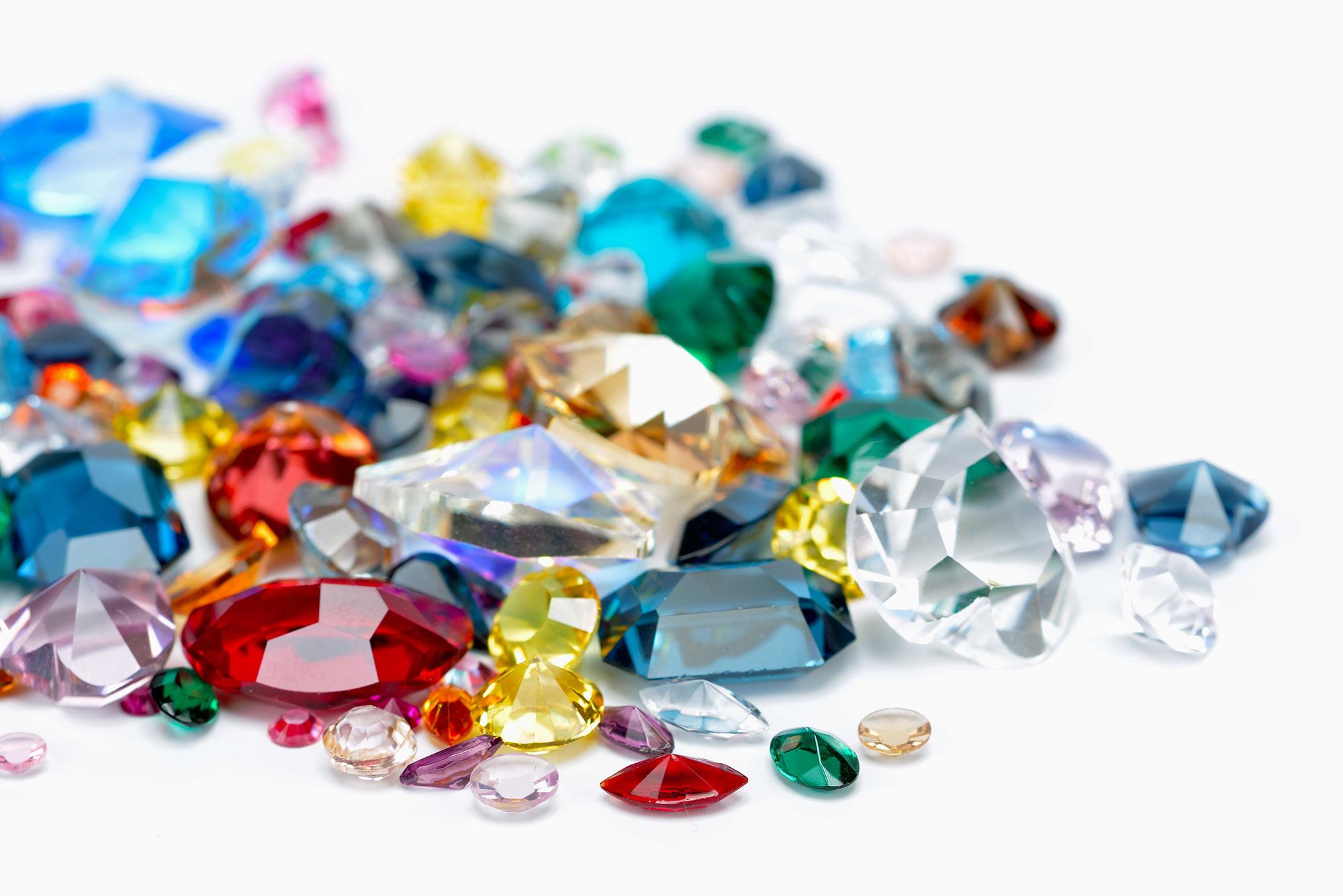 ontstaan kleur van edelstenen